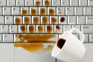 laptop billentyáűzet kávé